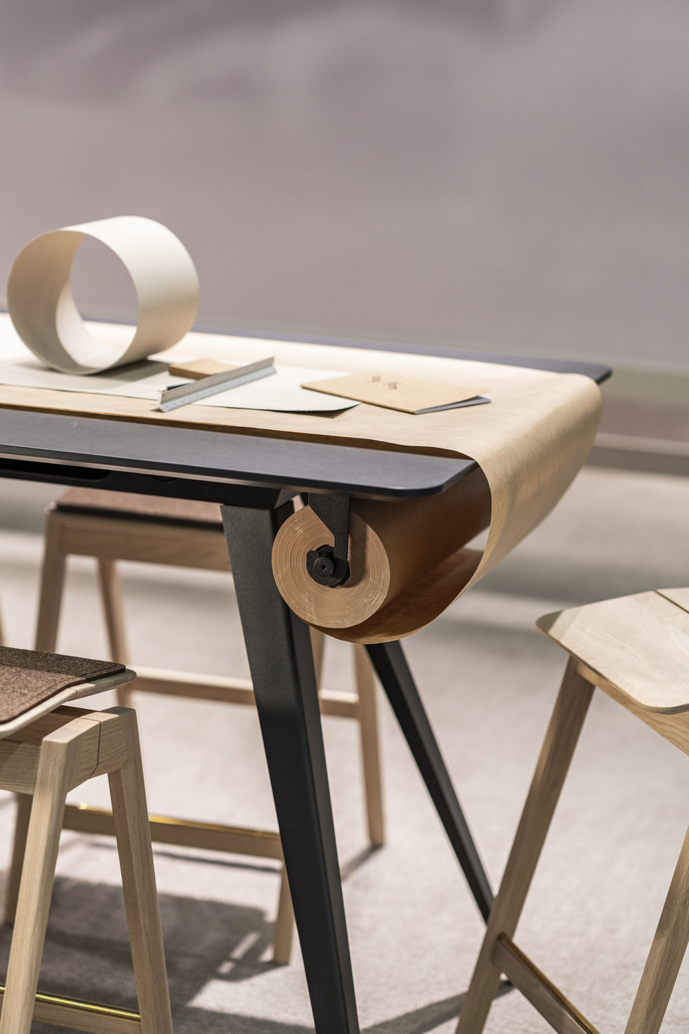 Knekk activity table and paper roll Fora Form