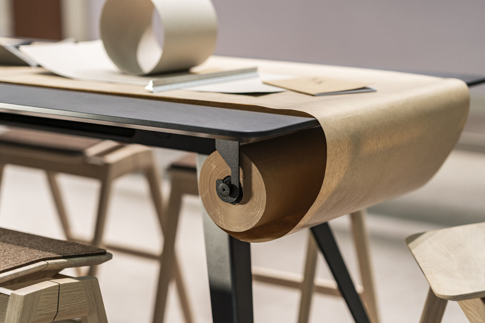 Knekk table with paper roll and paper roll hanger Fora Form