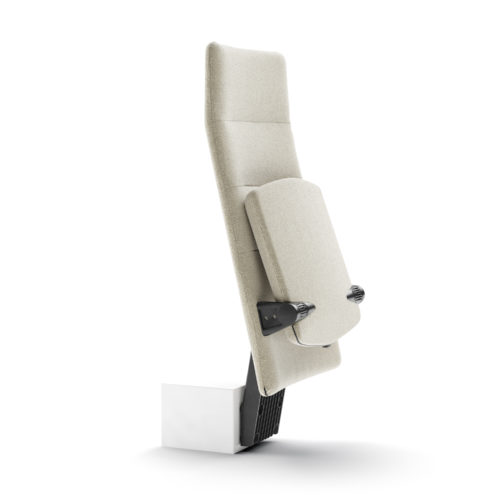 Arena auditoriestol med høy rygg og opptrinnsfeste fra Fora Form