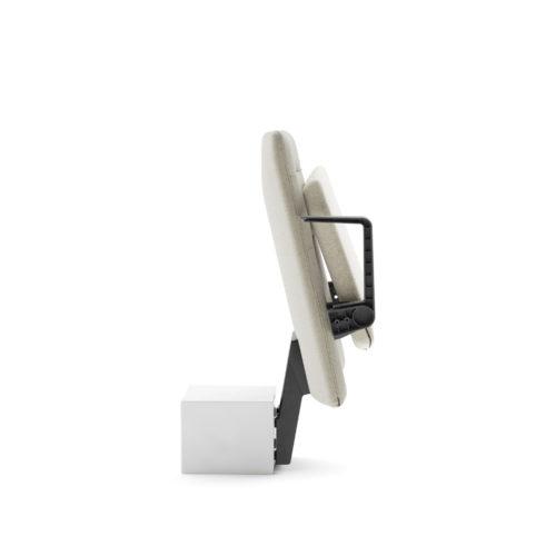 Arena auditoriestol med lav rygg armlen og oppslått sete silhuett Fora Form