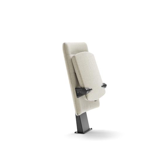 Arena auditoriestol med lav rygg og inntrinnfeste fra Fora Form