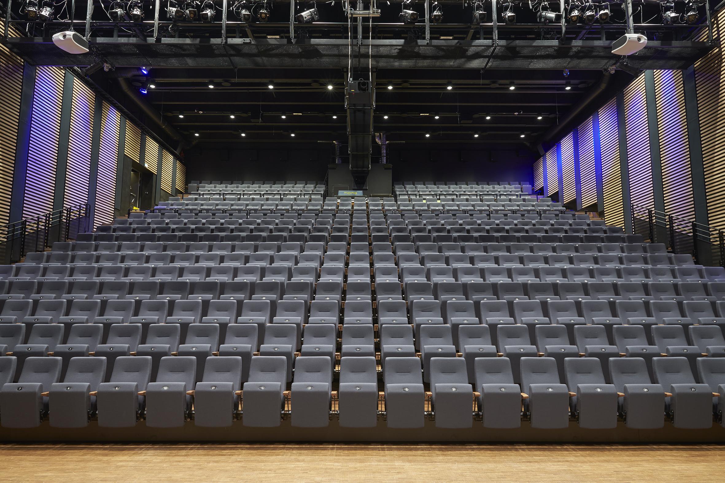 Plaza auditoriestoler hos Fosnavåg konserthus Fora Form