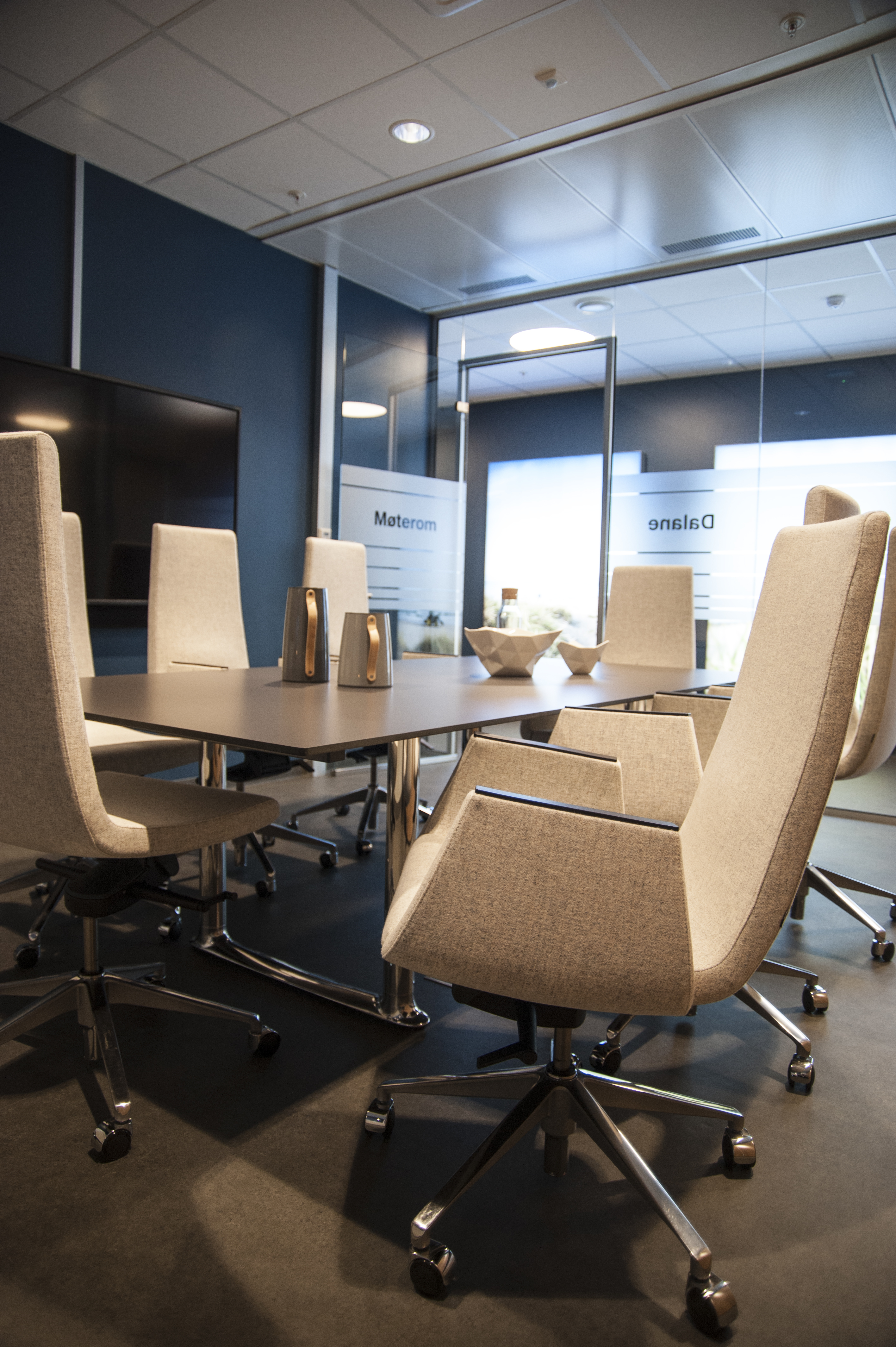 Meeting room with Clint Vipp chairs and Colonnade table Fora Form