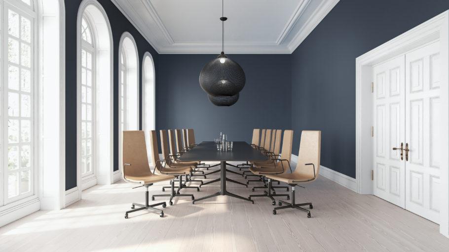 Clint stoler og Kvart bord i et konferanserom Fora Form