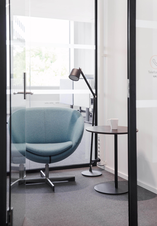 Planet stol og S bord i et stillerom Fora Form