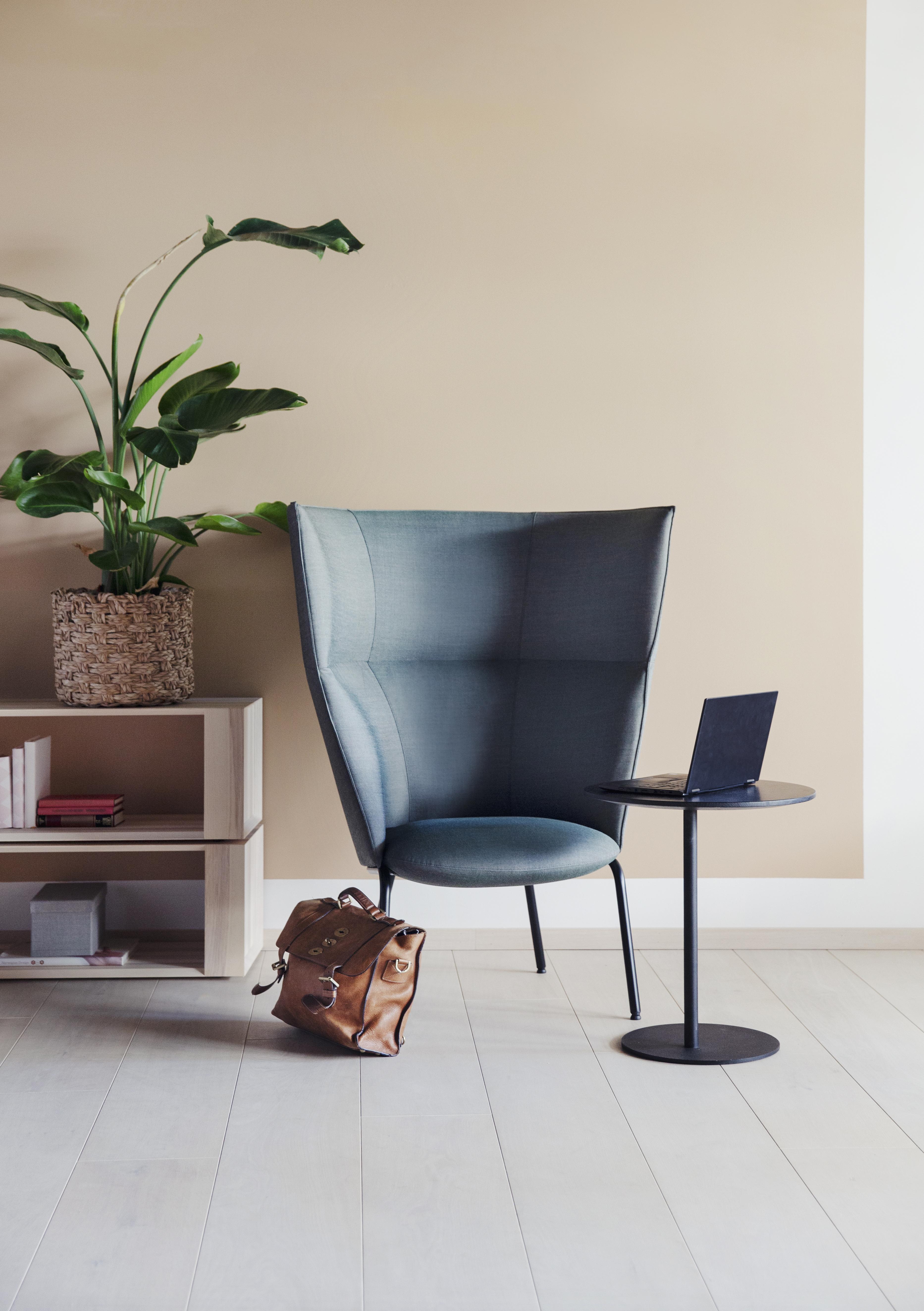 Tind 500 H stol med S bord i en stillesone Fora Form