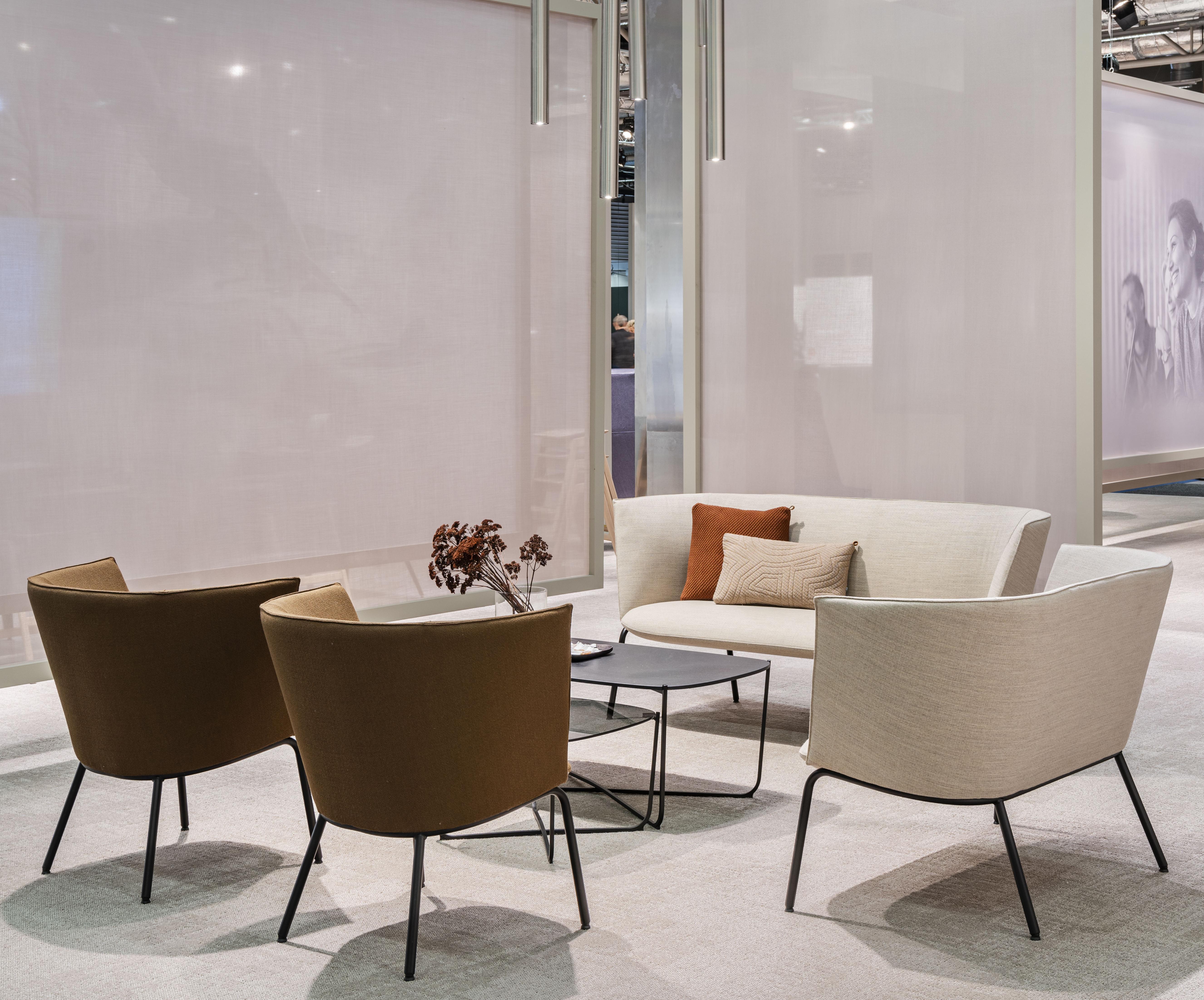 Tind sittegruppe med lav rygg og Root bord Fora Form