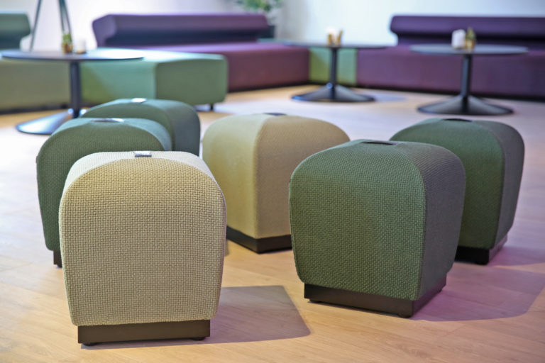 Misto puffer i en sittegruppe Fora Form