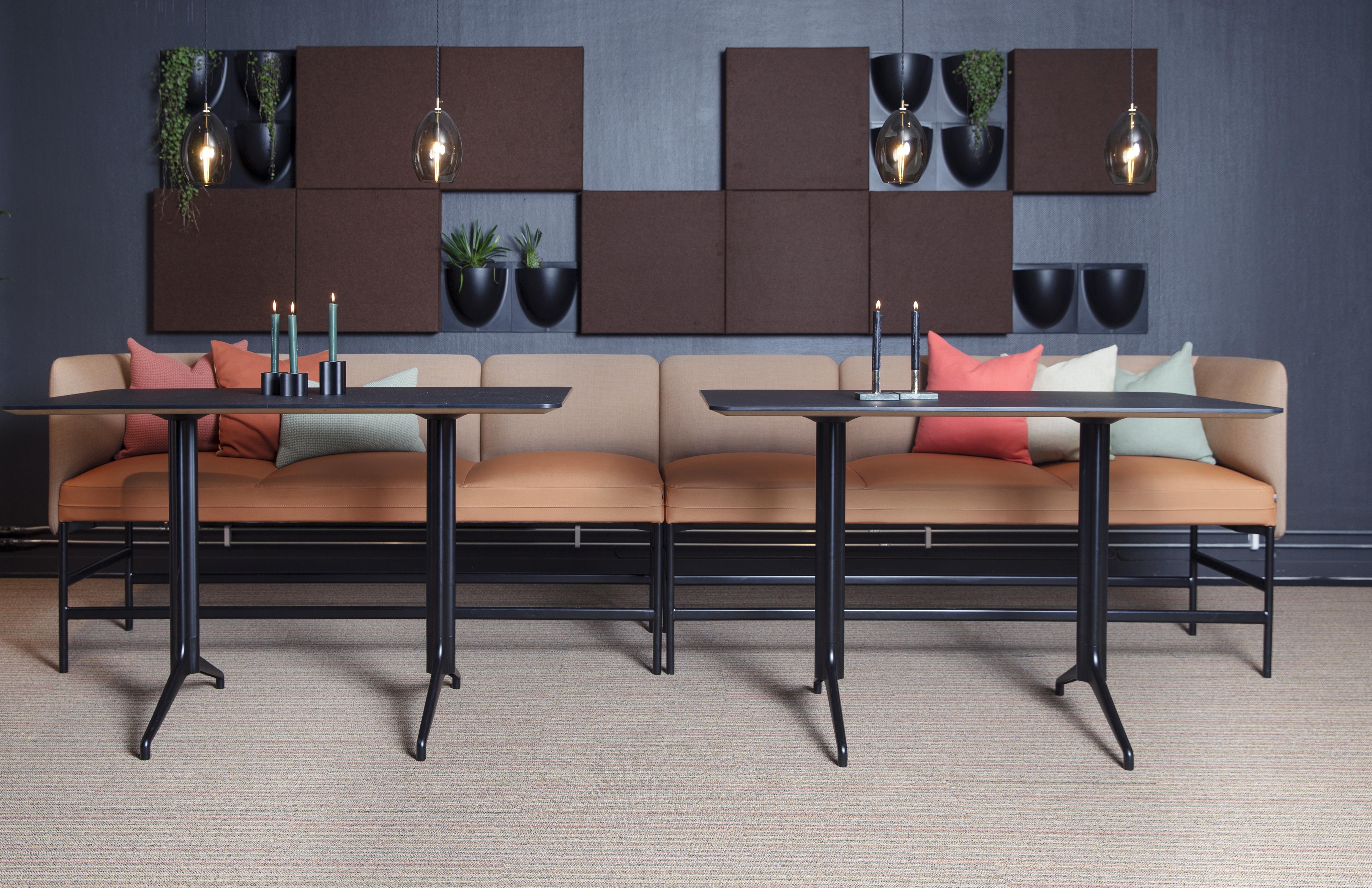 Senso barsofa 3 setere sammen med høye Kvart bord Fora Form
