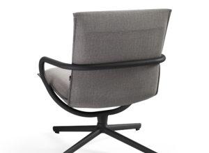 Camp stol med lav rygg i grå tekstil og sort base Fora Form