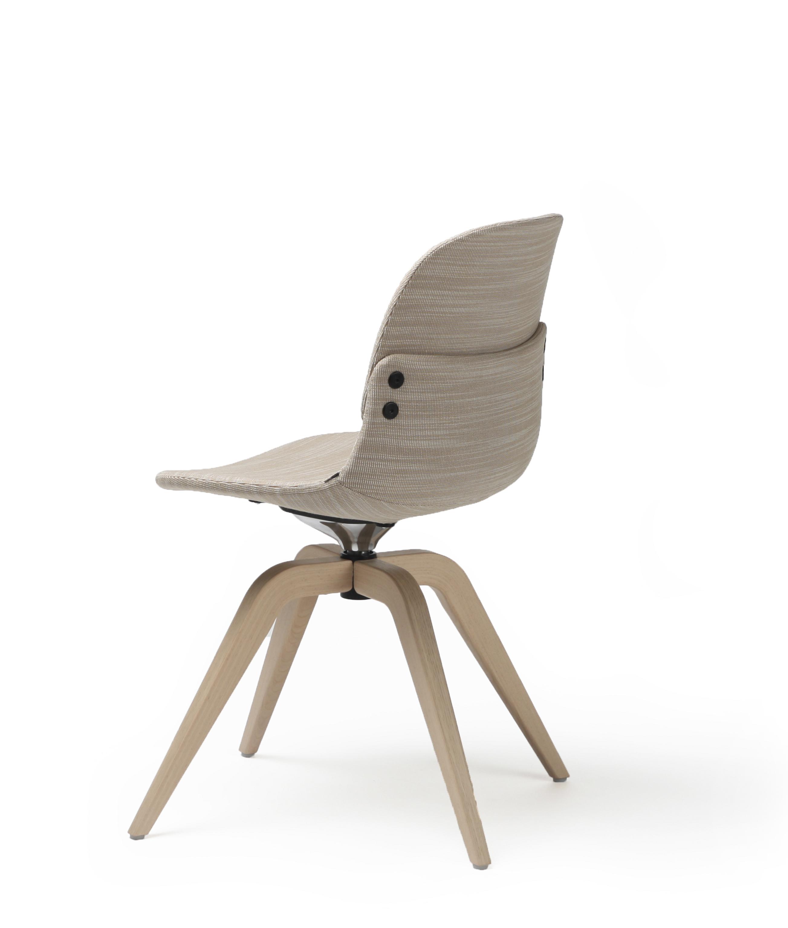 Con III overstoppet stol med lav rygg og understell i eik Fora Form kopi