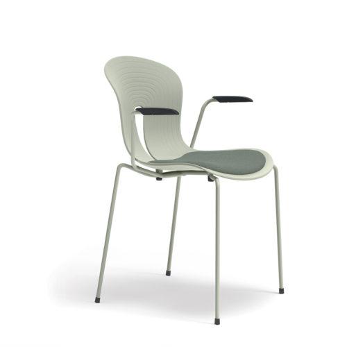 Pond I stol plaststol med setepute og armlen Fora Form