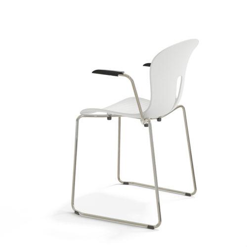 Pond II stol hvit plaststol med armlen Fora Form