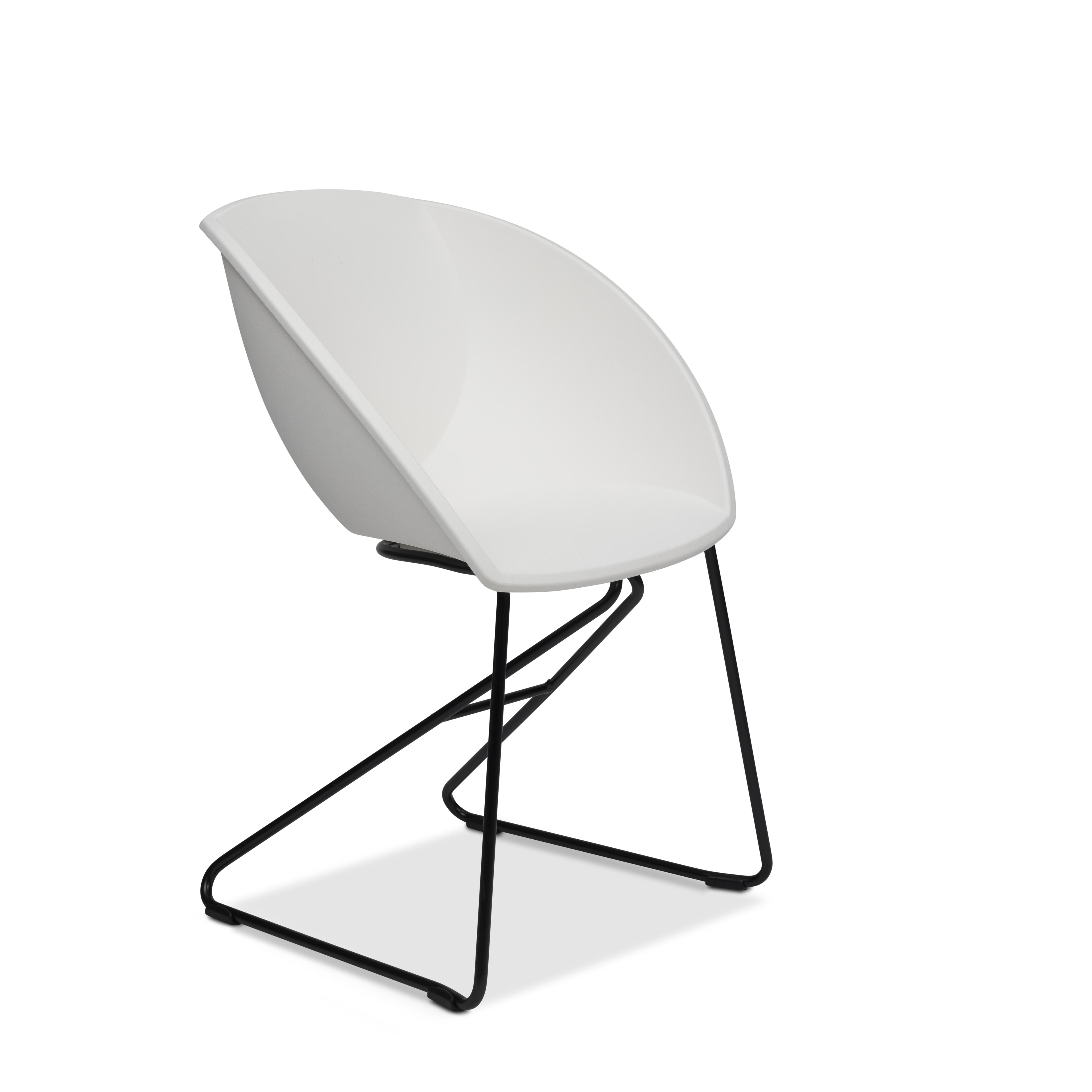 Popcorn stol i hvit gjenvunnet plast fra Fora Form